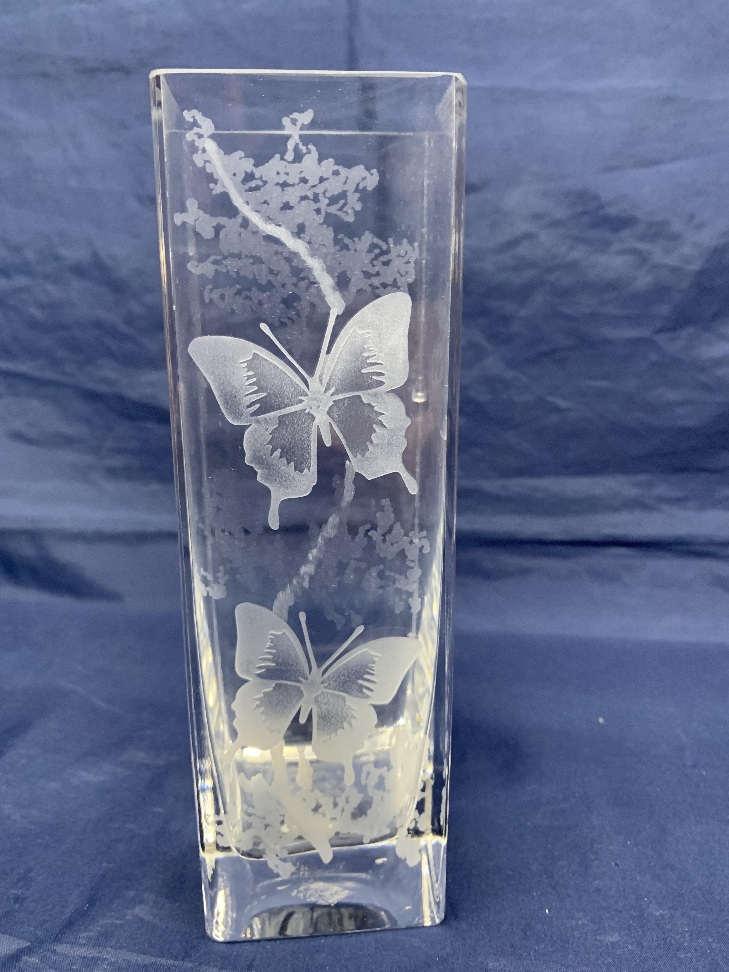 Vase carré papillons
